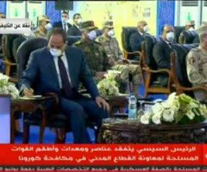 """الرئيس السيسي يظهر بـ""""الكمامة"""" خلال تفقد عناصر القوات المسلحة المخصصة لمكافحة كورونا"""