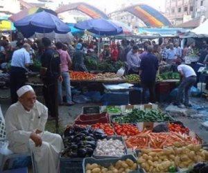"""زحام بأسواق الإسكندرية قبل الحظر.. وشباب يعلنون مبادرة """"دليفرى الخير"""" للقضاء على التجمعات"""