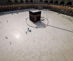 كورونا vs الشعائر الدينية.. هكذا يحاصر الفيروس القاتل المساجد والكنائس والمعابد