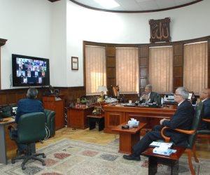 عبر تقنية الفيديو كونفرانس.. رئيس «مياه الشرب» يتابع تنفيذ مشروعات الصرف الصحي
