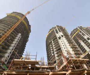 وزير الإسكان يتفقد إجراءات سلامة وصحة العاملين في مدينة العلمين الجديدة