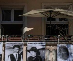 في زمن كورونا..  فنانون ألمان يعرضون أعمالهم على شرفات منازلهم (صور)