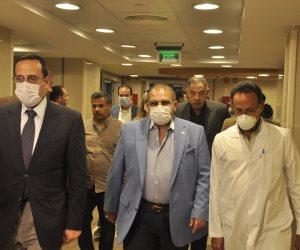 حسن راتب يزور مستشفى العريش ويقدم مساعدات طبية لمواجهة كورونا ويعلن عن إنشاء مركز متكامل لأمراض الكلى