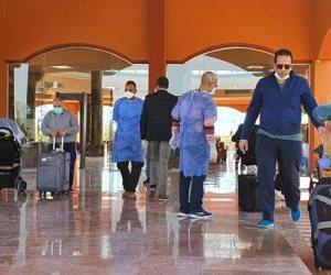 226 مصريا يصلون من واشنطن لمرسى علم لدخول الحجر الصحي (صور)