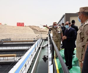 الرئيس يستمع إلى شرح عن طبيعة عمل محطة معالجة مياه الصرف بالإسماعيلية