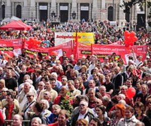 مطالبات بالعمل 8 ساعات فقط انتهت بقتل 15 عاملا.. ما وراء الاحتفال بعيد العمال في مايو