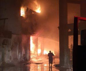الحماية المدنية تدفع بسيارات إطفاء من الجيزة والبحيرة للسيطرة على حريق مصنع السادات