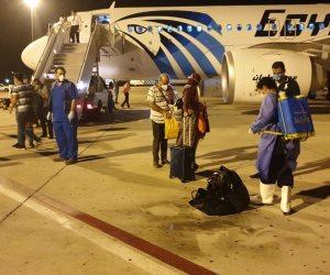 مطار مرسى علم يستقبل رحلة طيران لعالقين مصريين من الهند تقل 104 ركاب (صور)