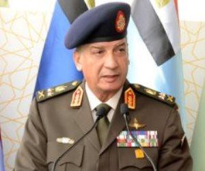 وزير الدفاع يتفقد الغواصة المصرية الجديدة ويدشن مدمرة بحرية (فيديو)