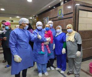 داخل مستشفيات العزل.. الأطقم الطبية تحتفل بالمواليد الجدد وبأعياد الميلاد لمرضى كورونا