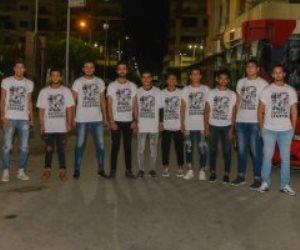 """منسي ورفاقه """"وسام"""" على الصدر.. مصريون يرتدون تيشرتات الأبطال (صور)"""
