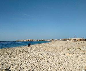 المحافظات الساحلية تغلق الشواطئ وترفع شعار «خليك في البيت أحسن»