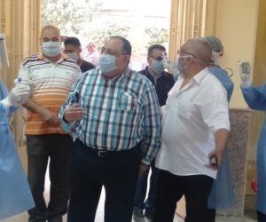 رئيس جامعة حلوان يوزع هدايا للأطفال ووسائل ترفيه للمصريين العائدين من الخارج