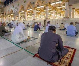 المسجد النبوي يفتح أبوابه أمام المصلين مع الالتزام بارتداء الكمامات وإجراءات التباعد (صور)