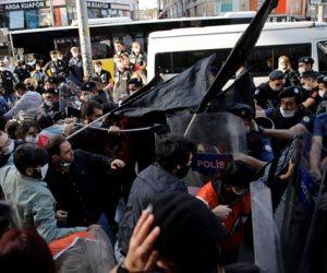 الشرطة التركية تعتدى على متظاهرين لاحتجاجهم على مقتل جورج فلويد (صور)