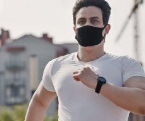 تعرف على خطورة ممارسة التمارين الرياضية أثناء ارتداء الكمامة