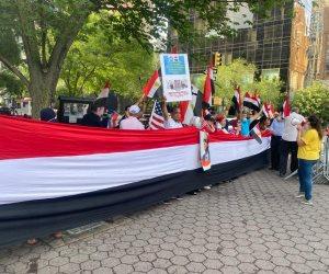 """""""شعب مصر له حق في النيل مثلكم تماما"""".. احتشاد الجالية المصرية بنيويورك أمام الأمم المتحدة في ذكرى 30 يونيو"""
