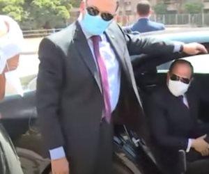 السيسي يطمئن على أحوال مواطن.. ويشدد على ضرورة ارتداء الكمامات أثناء العمل (فيديو)