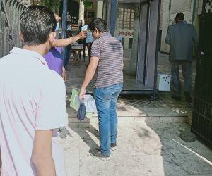 تنفيذ الإجراءات الوقائية قبل دخول طلاب الثانوية العامة إلى لجان الامتحانات.. (صور)
