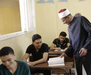 طلاب القسم العلمى بالثانوية الأزهرية يؤدون امتحان مادة الاستاتيكا اليوم