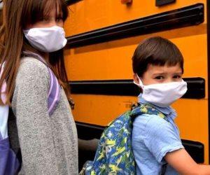 تعرف على أعراض الإصابة بفيروس كورونا الأكثر شيوعا للأطفال في سن المدرسة والبالغين