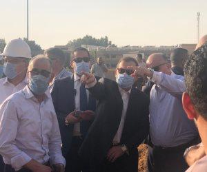 وزير البترول يتابع إخماد حريق ماسورة طريق الإسماعيلية من موقع الحادث