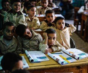 """العالم كله يتجه للتعليم عن بعد.. والبرلمان والتعليم يتعاركان على """"كثافة الطلاب في الفصول"""""""