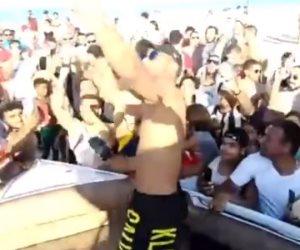 محمد رمضان يرقص ويغنى مع المصطافين فى الساحل الشمالى بعد حكم حبسه (فيديو)
