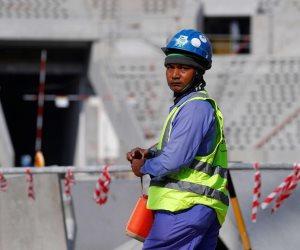 ظروف غير آدمية وأجور منخفضة للعمال الأجانب.. تقارير أممية تفضح «عنصرية» قطر