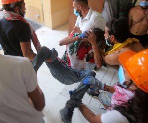 """مشاهد من مظاهرات """"يوم الحساب"""" في بيروت.. محاكمة السياسيين واقتحام الوزارات (صور)"""
