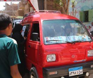 فتاة التروسيكل مروة العبد ترد الجميل لمصر.. وتنقل مواطني الأقصر للجان الانتخابات مجانا (صور)