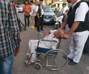 رغم حالته الصحية.. مسن يخرج من المستشفى للإدلاء بصوته في الزمالك