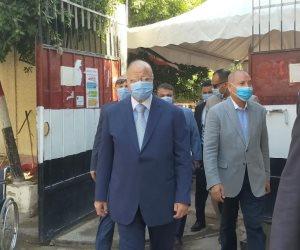 انتخابات مجلس الشيوخ.. محافظ القاهرة أول واحد في اليوم الثاني بلجنة مصر الجديدة (صور)