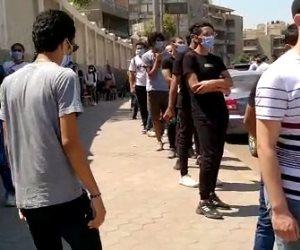 شباب مصر يحتفلون بيومهم العالمي بالطوابير أمام لجان انتخابات مجلس الشيوخ (صور)