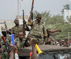 انقلاب شعبي يمتد إلى الجيش.. ماذا يحدث في مالي؟