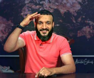 الهارب عبد الله الشريف: شيخ على الشاشة.. «عاهرة» خلف الأبواب