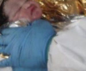 مهاجرة مصابة بكورونا تلد أثناء نقلها من جزيرة لامبيدوزا الإيطالية