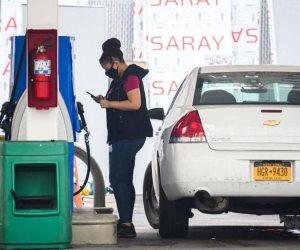 الطلب الأمريكي على البنزين يضرب أسعار النفط