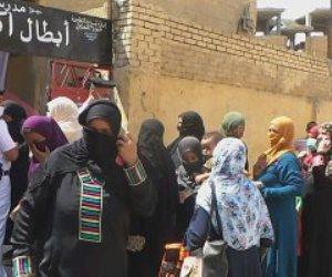 طوابير السيدات أمام لجان جولة الإعادة لانتخابات الشيوخ في أسوان.. صور