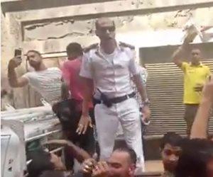 ضربة قاضية لـ«الجزيرة».. ضابط شرطة حول اعتراض الباعة الجائلين بالإسكندرية إلى هتاف «تحيا مصر»