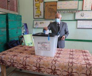 محافظ الجيزة يدلي بصوته في انتخابات مجلس الشيوخ بمدرسه أم الابطال الثانوية
