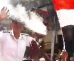"""""""القناة المفضوحة"""".. الجزيرة تتلقى صفعة من بائعي المنشية: حملوا ضباط المرافق على الأعناق وهتفوا """"تحيا مصر"""" (فيديو)"""