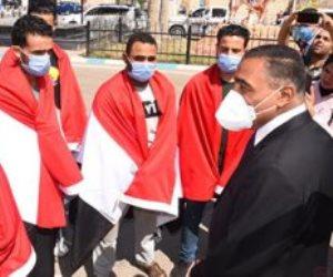 """""""مصر متأخرتش علينا لحظة"""".. شهادات الشباب العائدين من ليبيا.. ومحافظ مطروح: لدينا مشروعات تكفى احتيلجاتهم"""