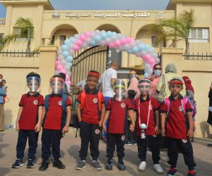 """بدء العام الدراسى الجديد بالمدرسة الحكومية بالشيخ زايد بـ""""القناع والتباعد"""".. صور"""