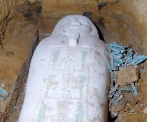 العثور على تابوت حجرى وتماثيل من الأوشابتى بمنطقة آثار الغريفة بالمنيا.. صور
