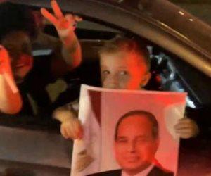 احتفالات المصريين في الشوارع والميادين.. ومواطنة: البلد في أمان وبنحبك يا سيسي (فيديو)
