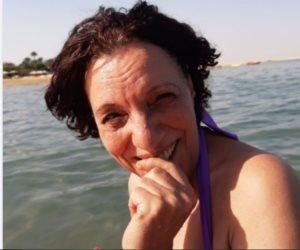 انتقادات لـ «عارفة عبدالرسول» تنتقد بعد نشر صور بالمايوه