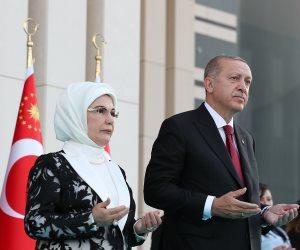 الأتراك يصرخون من المعيشة.. وزوجة أردوغان «أمينة» تهدي ابنتها ماسة بمليون دولار