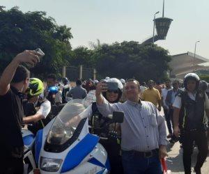 في احتفالات النصر.. سيلفي الشرطة والشعب يتحدى تحريض إعلام الإرهابية (صور)