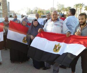 حشود على كورنيش السويس.. الأهالي يحتفلون بنصر أكتوبر ودعم الدولة والرئيس (صور)